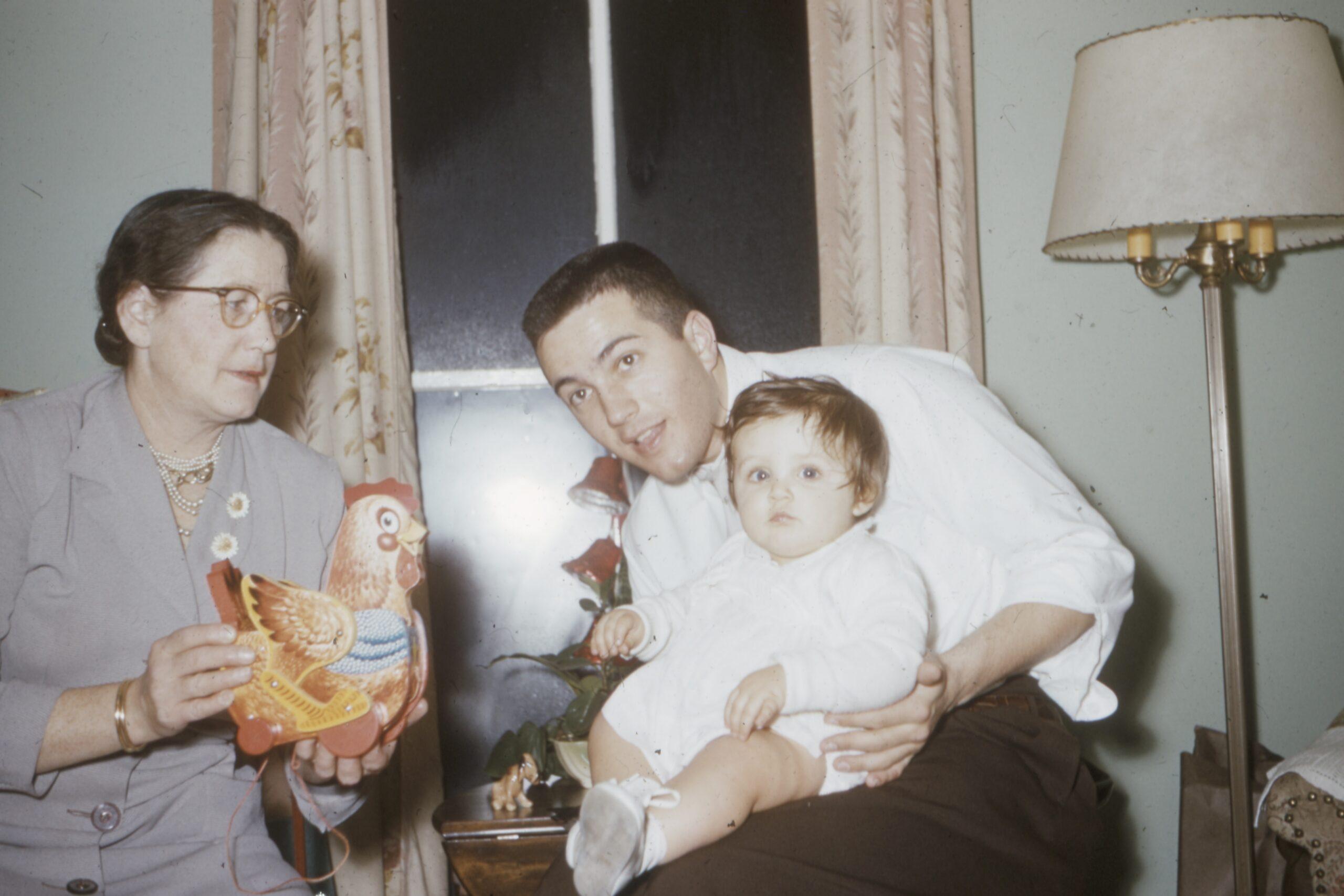Хочу узнать историю своей семьи. С чего начать?